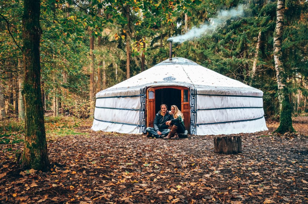 Slapen-overnachten-in-een-mongoolse-yurt-op-de-veluwe