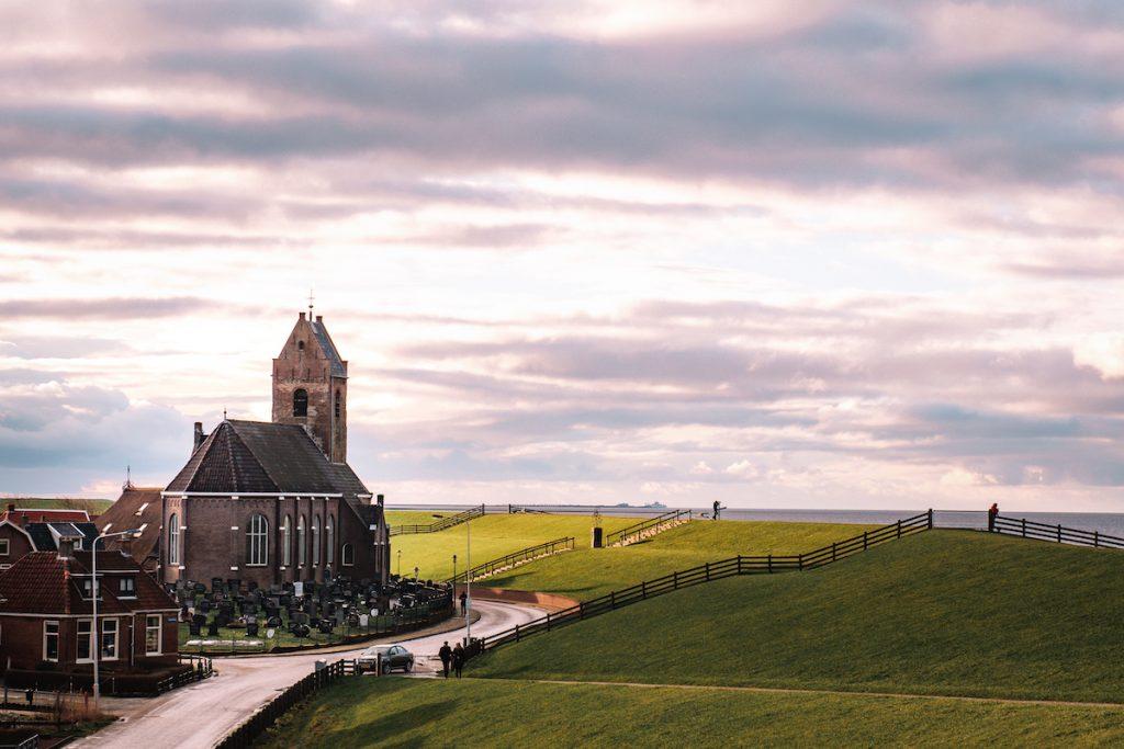 Kerk-zeedijk-Wierum