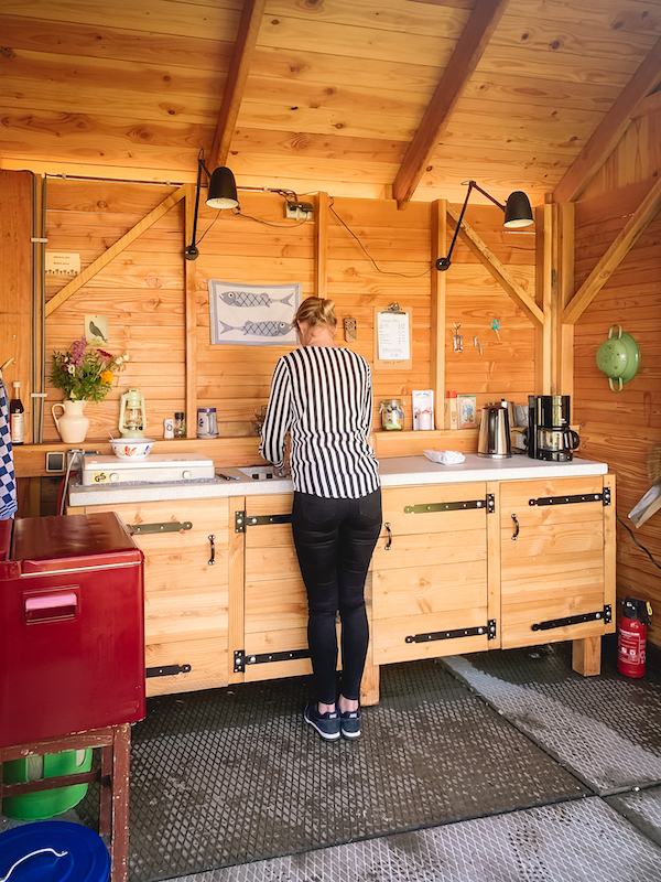 Airbnb-tiny-house-slapen-overnachting-buitenkeuken