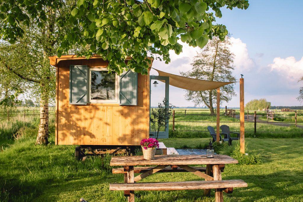 Overnachten-pipowagen-tiny-house-op-wielen-Friesland-Friese-Meren-Snikzwaag