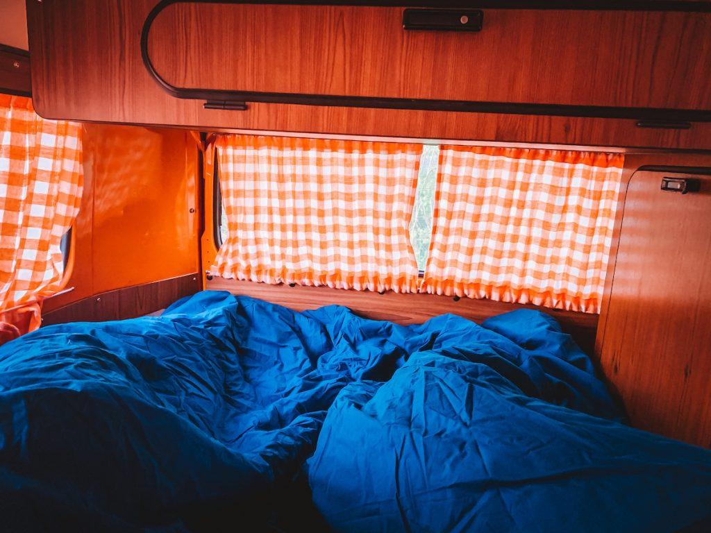 Slapen-VW-Busje-Volkswagen-camper-Dreambus-huren