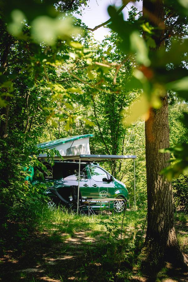 roadtrip-LEAVV-e-camper-huren-charme-camping-hartje-groen-maashorst