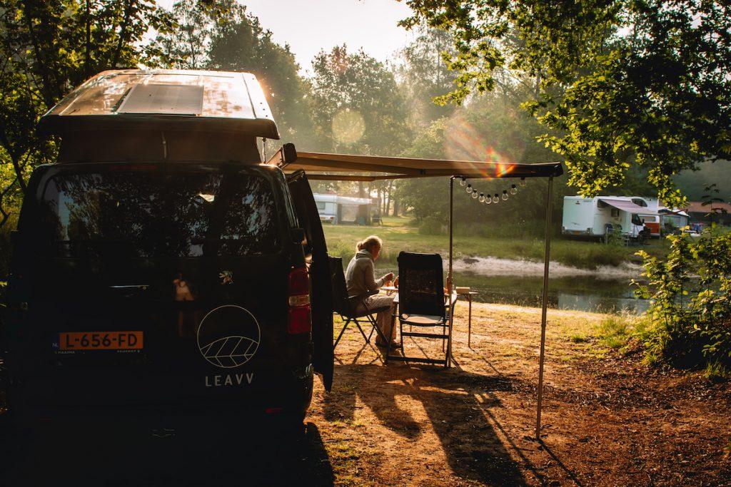 Roadtrip-Nederland-LEAVV-e-camper-huren-Charme-camping-Hartje-Groen-Maashorst