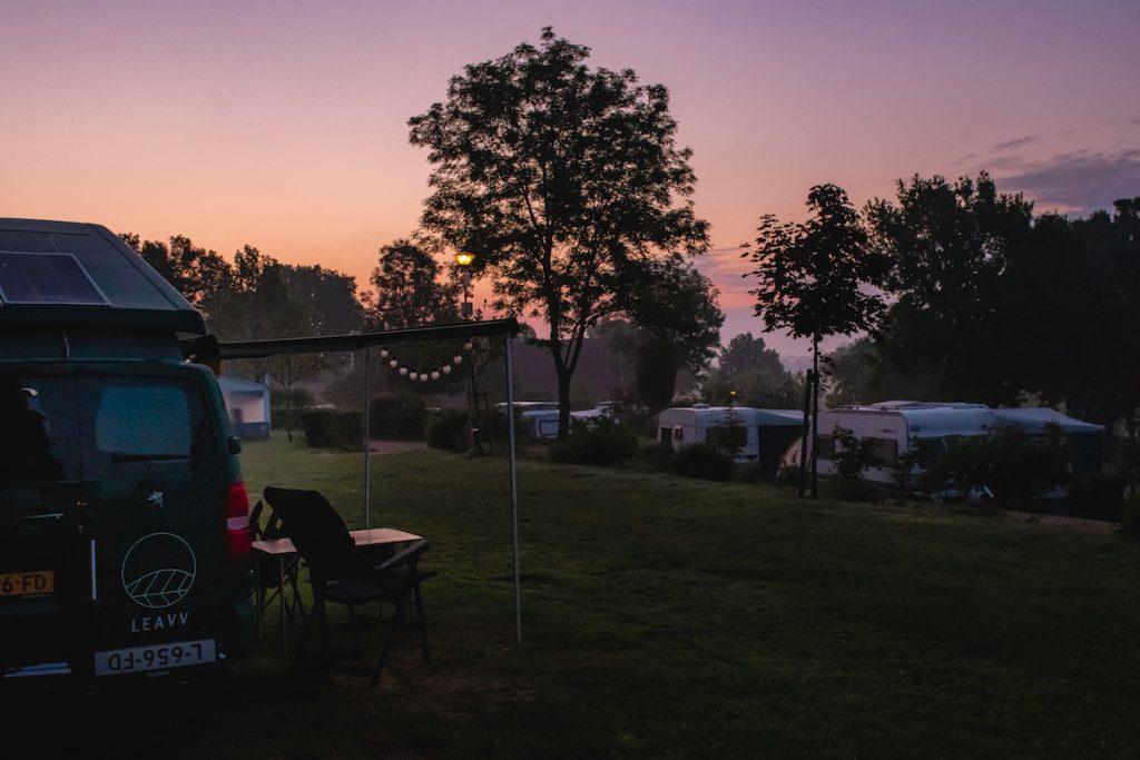 Roadtrip-Nederland-e-camper-Kamperen-natuurkampeerterrein-Zuid-Limburg