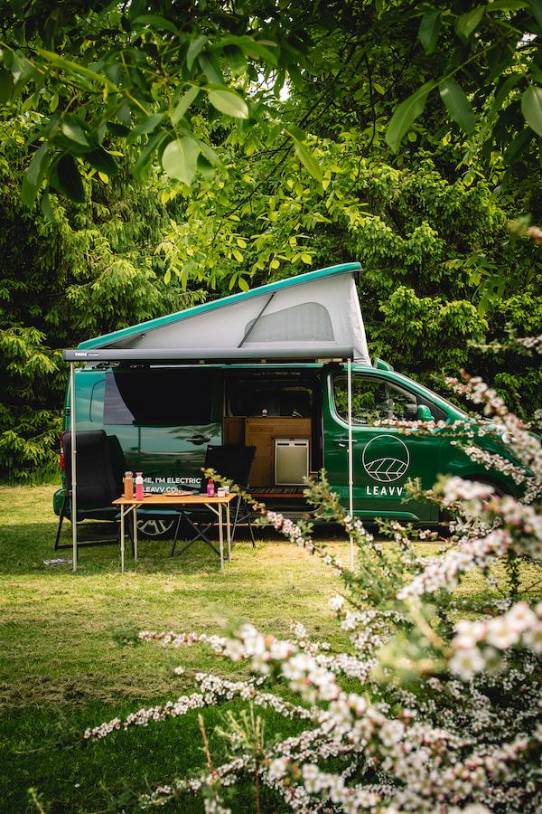 Camping-Buitengoed-de-Boomgaard-elektrische-camper-bus-huren-LEAVV-Utrecht-Nederland