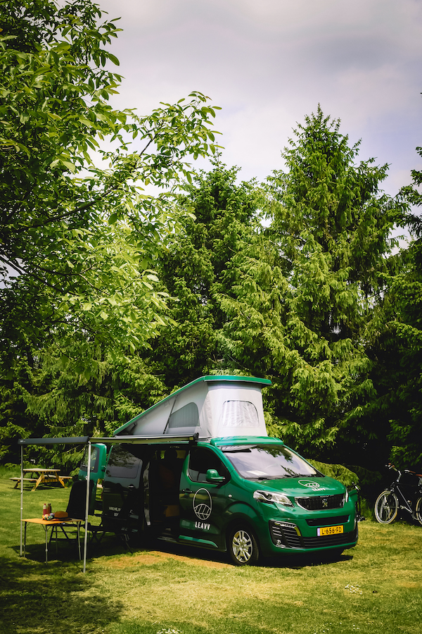 elektrische-camper-bus-huren-LEAVV-Utrecht-Nederland-Camping-Buitengoed-de-Boomgaard-Utrecht-LEAVV